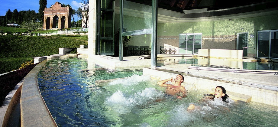 http://luxuryhotelexperts.com/images/showcase/luxury_hotels_920/fonteverde_natural_spa_resort_01.jpg