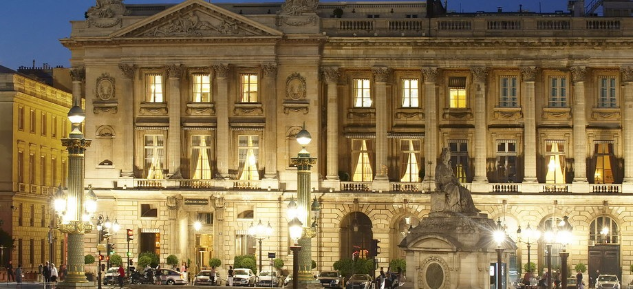 Hotel de crillon find the best de crillon hotel paris rates for Luxury hotels paris france
